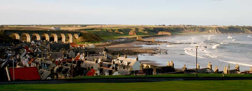 Cullen Links is set in the picturesque coastal town of Cullen